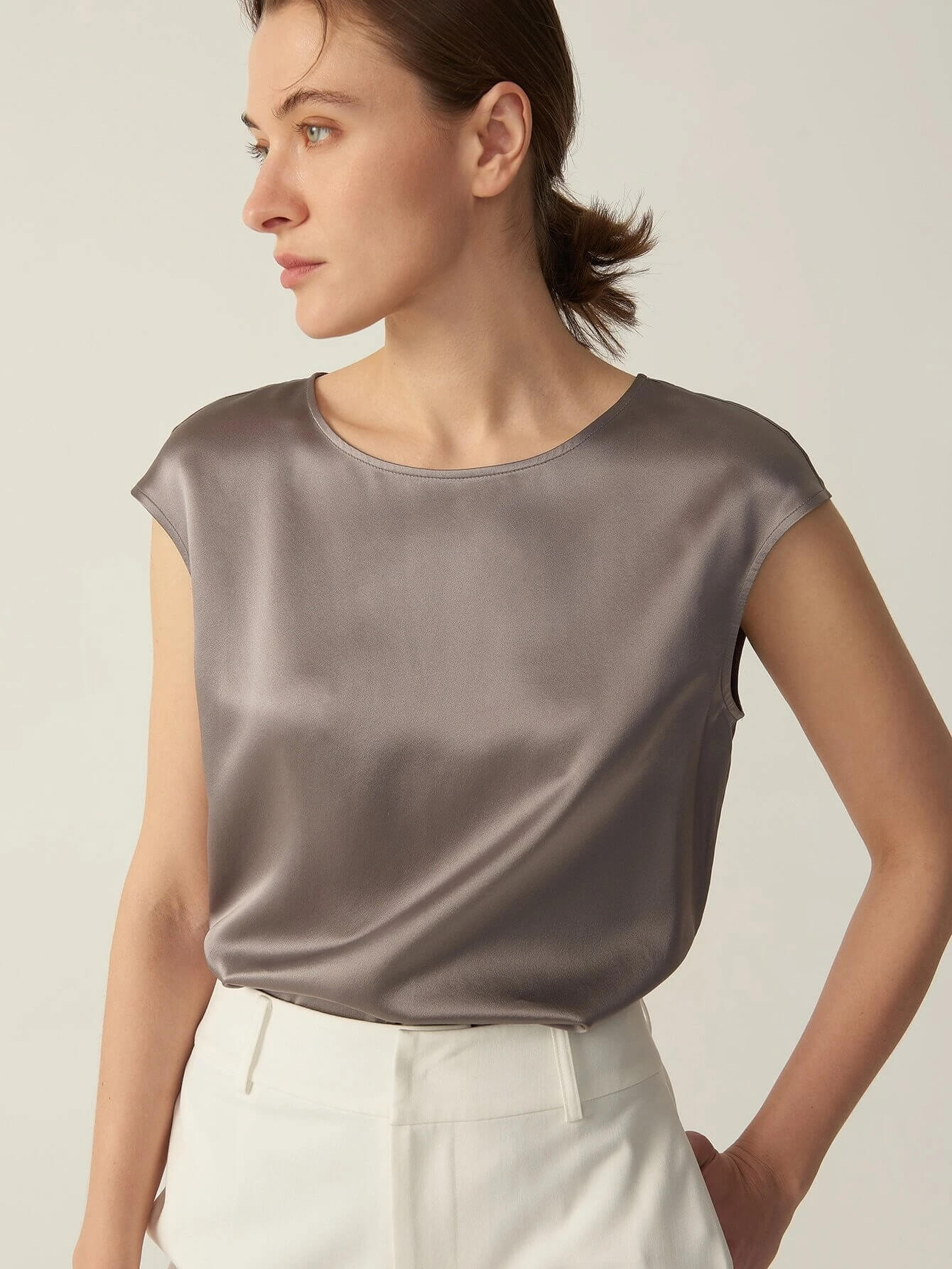 30 Momme Luxurious Elegant Ladies Silk T-Shirts With Cap Sleeves