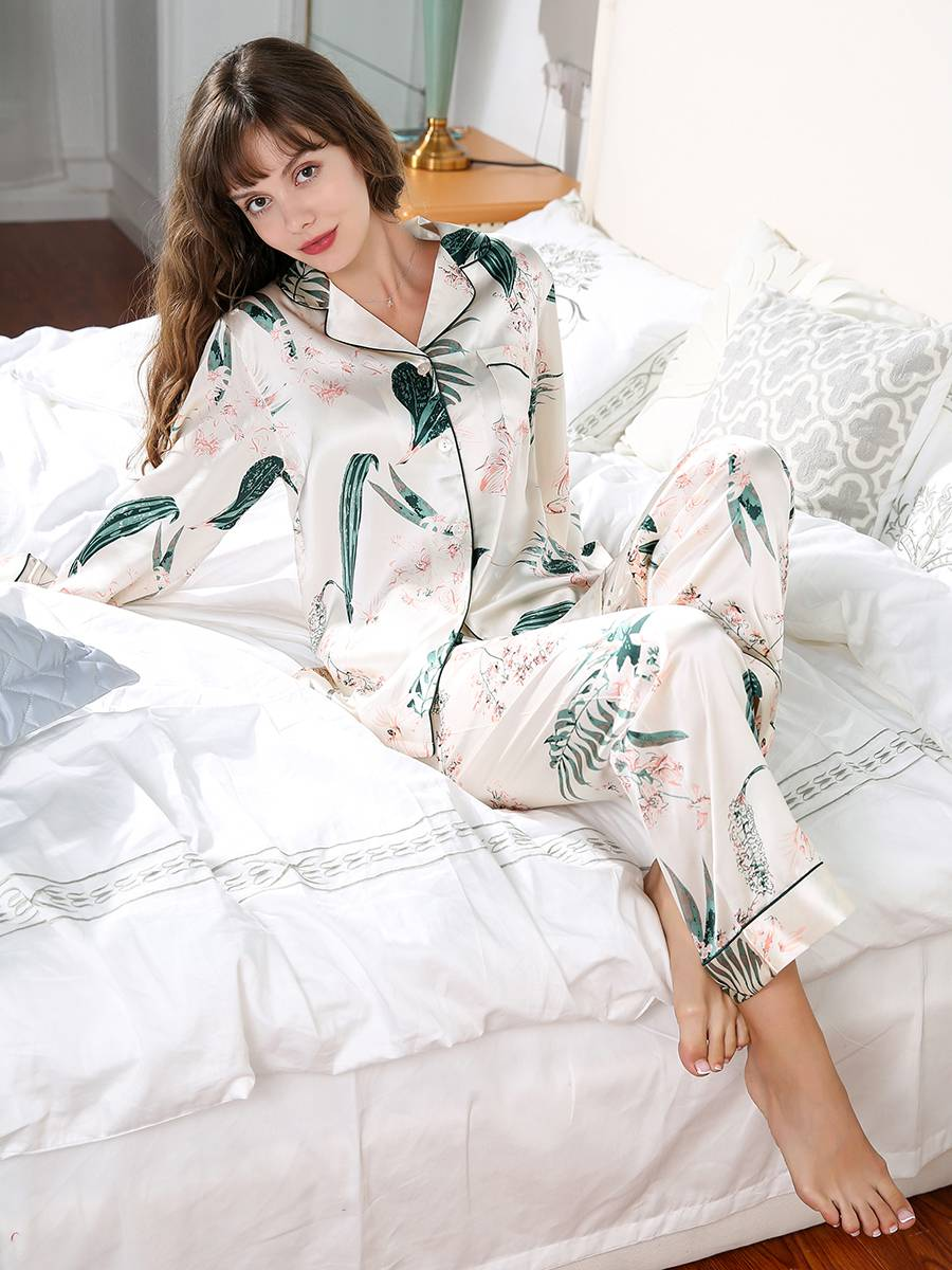 19 Momme Floral and Plants Print Long Silk Pajamas Set